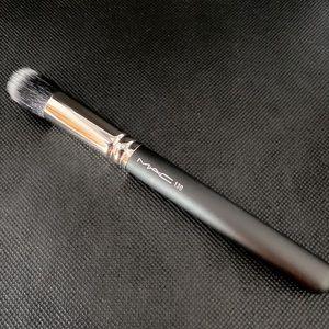 MAC Cosmetics 130 Brush